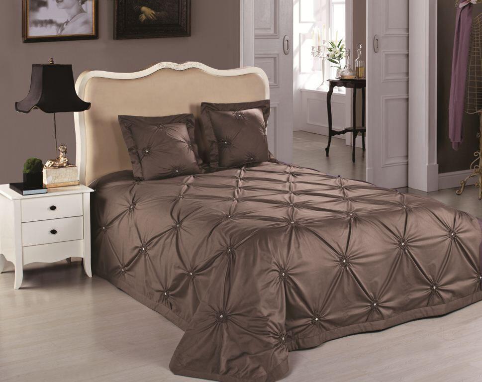 Красивые покрывала на кровать